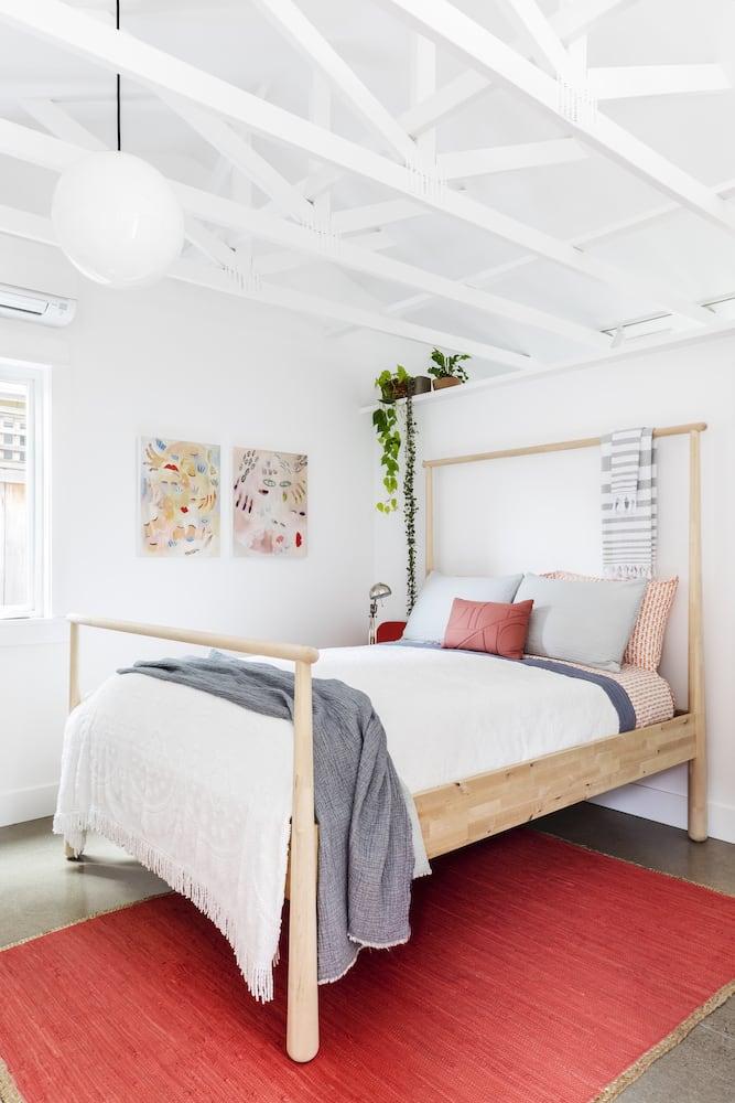 Beech Haus ADU - Full Bedroom, Vaulted Ceiling, Exposed Trusses, Plant Shelf