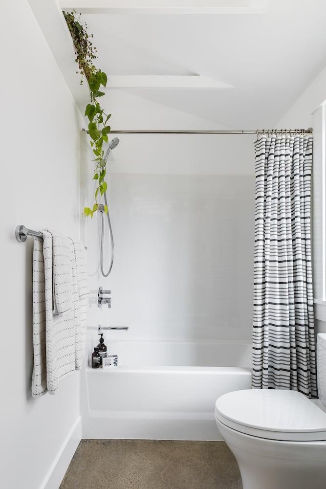 Beech Haus ADU - Bathroom, Tub Shower, Vaulted Ceiling, Plant Shelf, Concrete Floor